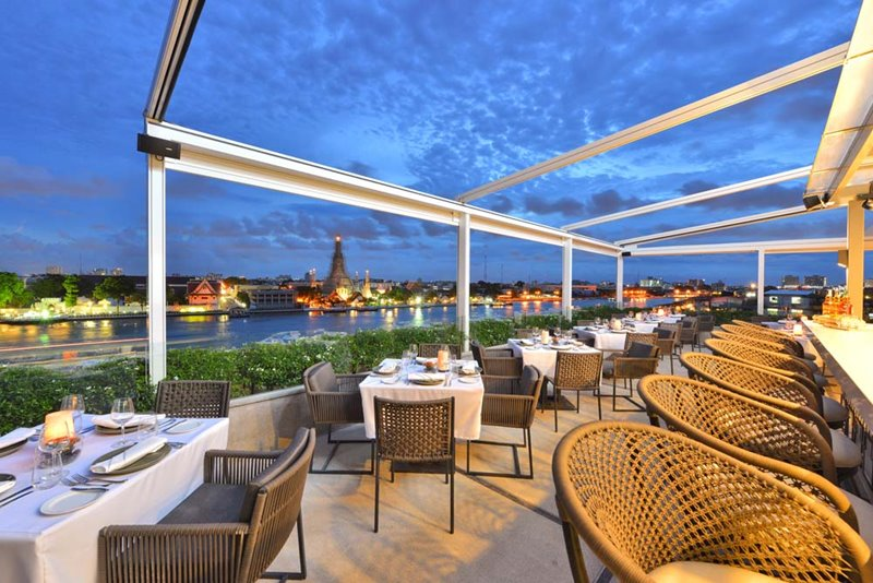 Above Riva Arun Bar Bangkok SilverNeedle Collection - 最佳位置!Riva Arun 酒店将曼谷景色尽收眼底