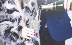 man pouring glass of champagne picjumbo com 240x150 - 第一次约会时绝对不该问她的8道问题!