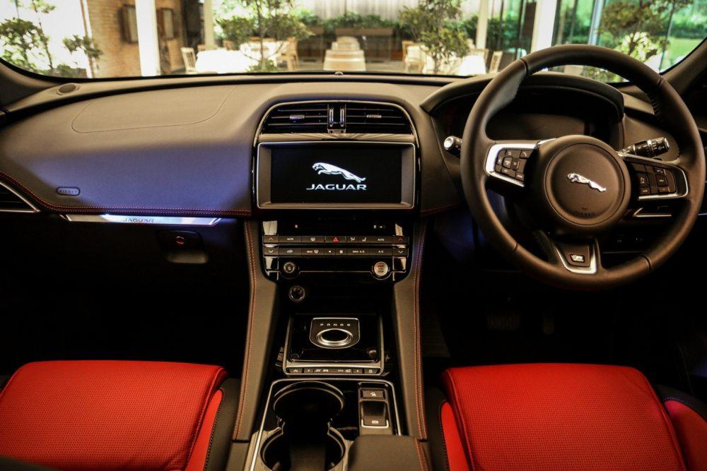 All New Jaguar F PACE R Sport3 - Jaguar F-Pace 拥有跑车基因的运动型车款!