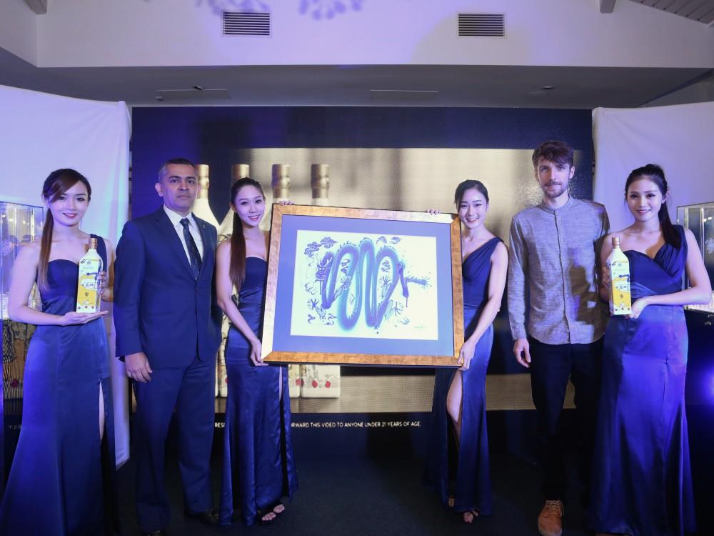 Johnnie Walker Blue Label EZ CNY 2017 4 - Johnnie Walker Blue Label 换上艺术新装 4000新年限量!