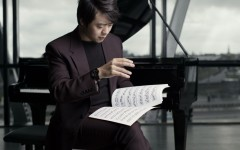 lang lang wearing the hublot classic fusion ceramic ultra thin lang lang 2 1 240x150 - 朗朗跨界设计,音符跃入 Hublot 腕表鲜活演绎!
