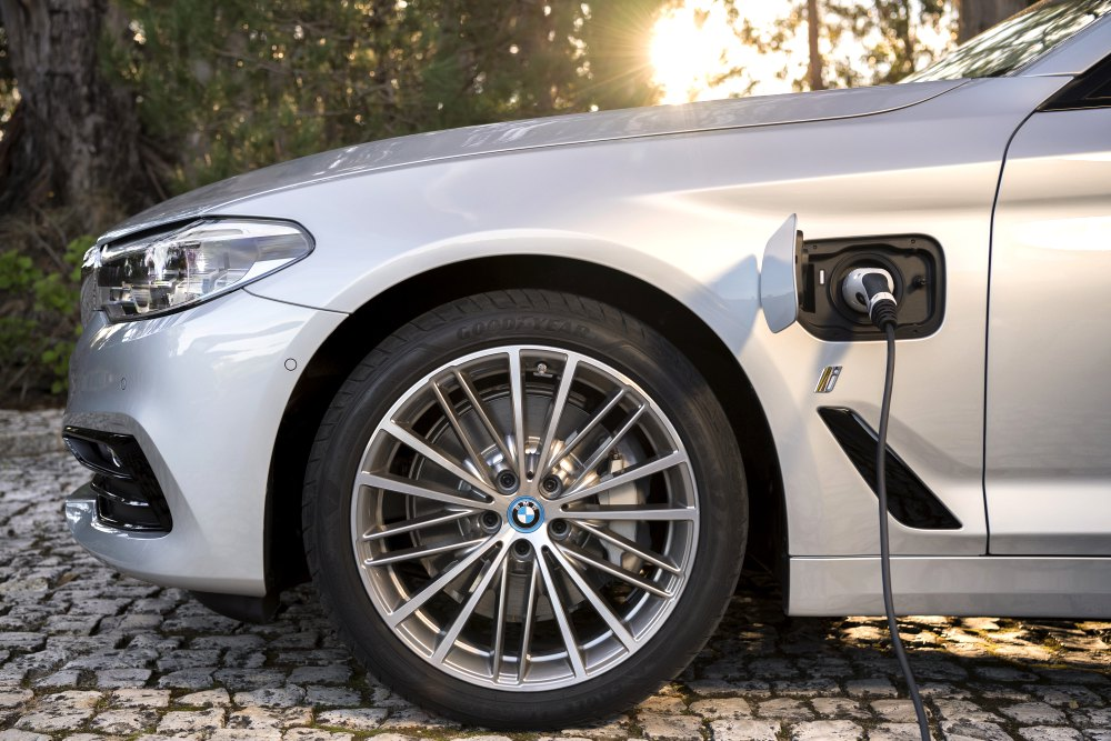 BMW 5 Series Hybrid with eDrive Technology 4 - BMW 5 Series 首款eDrive油电混合动力车!