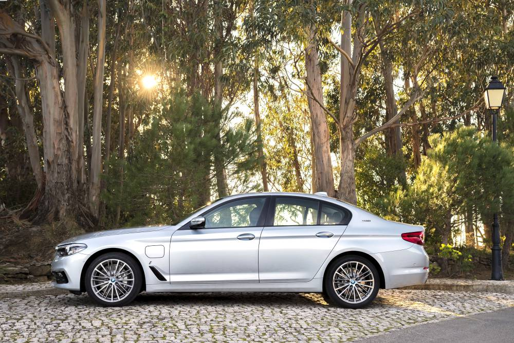 BMW 5 Series Hybrid with eDrive Technology 5 - BMW 5 Series 首款eDrive油电混合动力车!