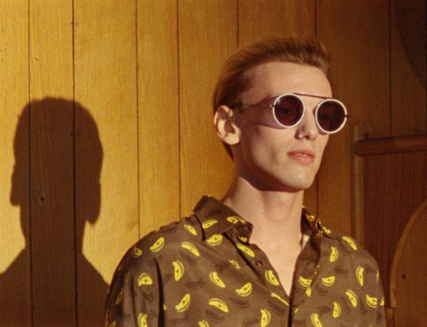 fendi jamie campbell eyewear campaign 1 3 600x460 - Fendi 春夏墨镜,Jamie Campbell率性演绎