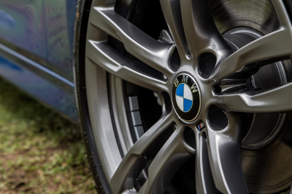BMW 330e M Sport rim - BMW iPerformance 混合动力 大势所趋