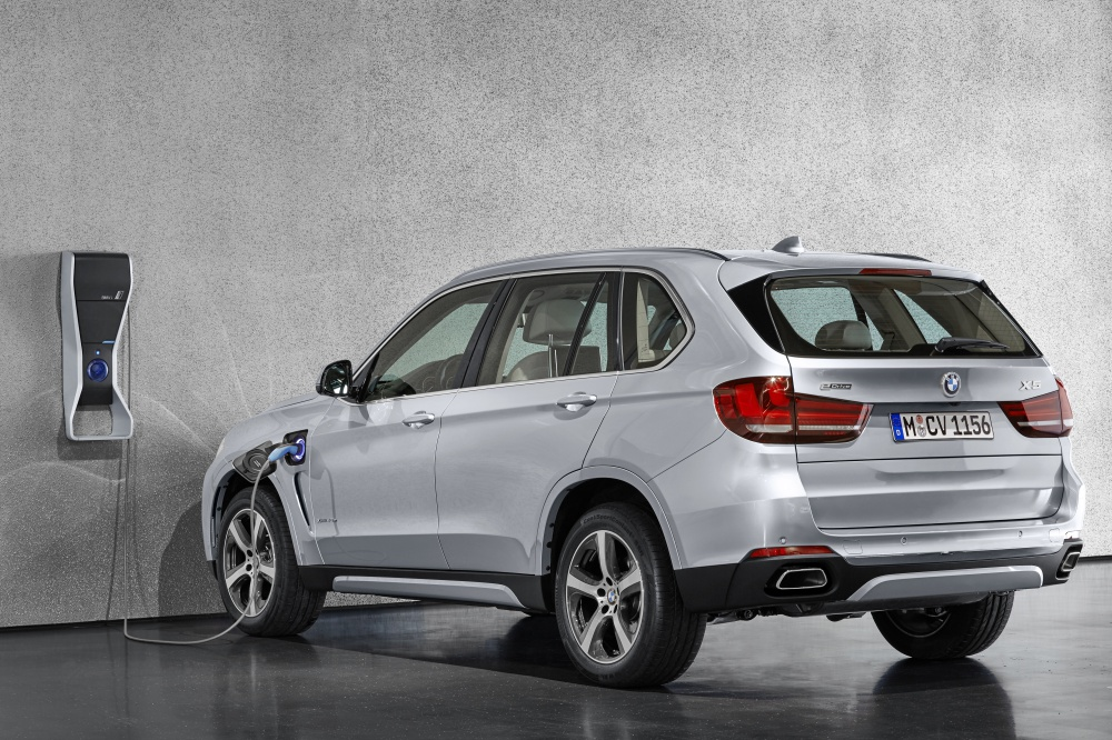 BMW X5 xDrive40e charge at home - BMW iPerformance 混合动力 大势所趋