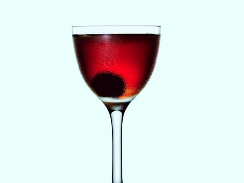 homemade cocktail recipe manhattan  - 悠闲周末,来调一杯鸡尾酒