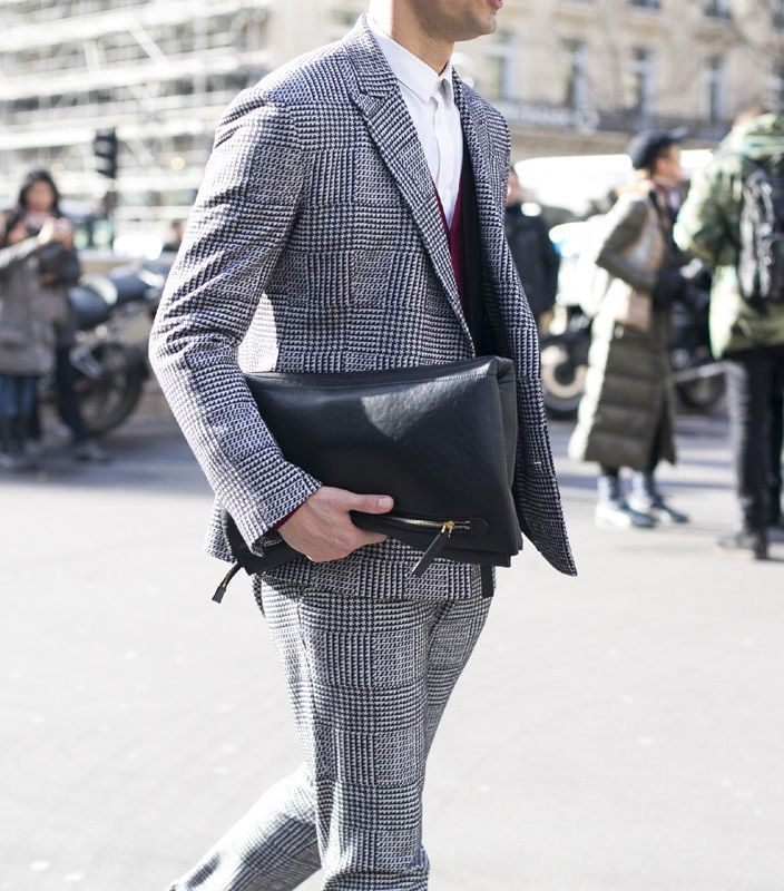 how to style a check blazer suit look street style 11 - 要跳脱刻板形象,为何不选择格纹西装?