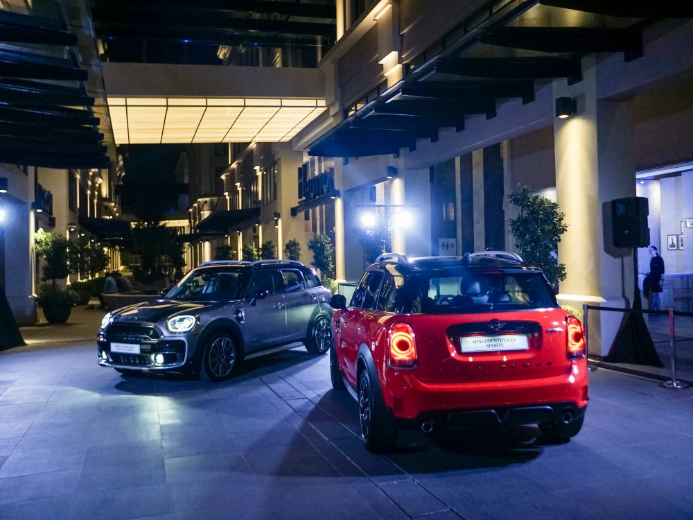 mini countryman plug in hybrid and mini cooper s countryman sports 2 - MINI Countryman 都会动感,酷帅出行!