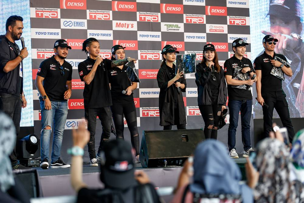 toyota gazoo racing vios challenge celebrities promotion team - Toyota Gazoo Racing 极速挑战!