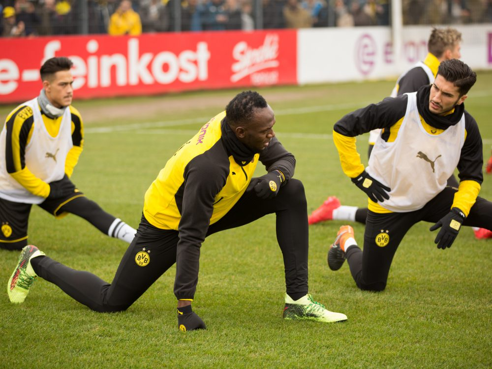 usain bolt training with borussia dortmund 1 - Usain Bolt 短跑飞人转换足球跑道!