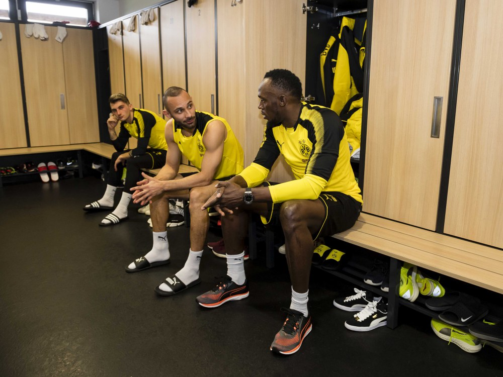 usain bolt training with borussia dortmund 4 - Usain Bolt 短跑飞人转换足球跑道!