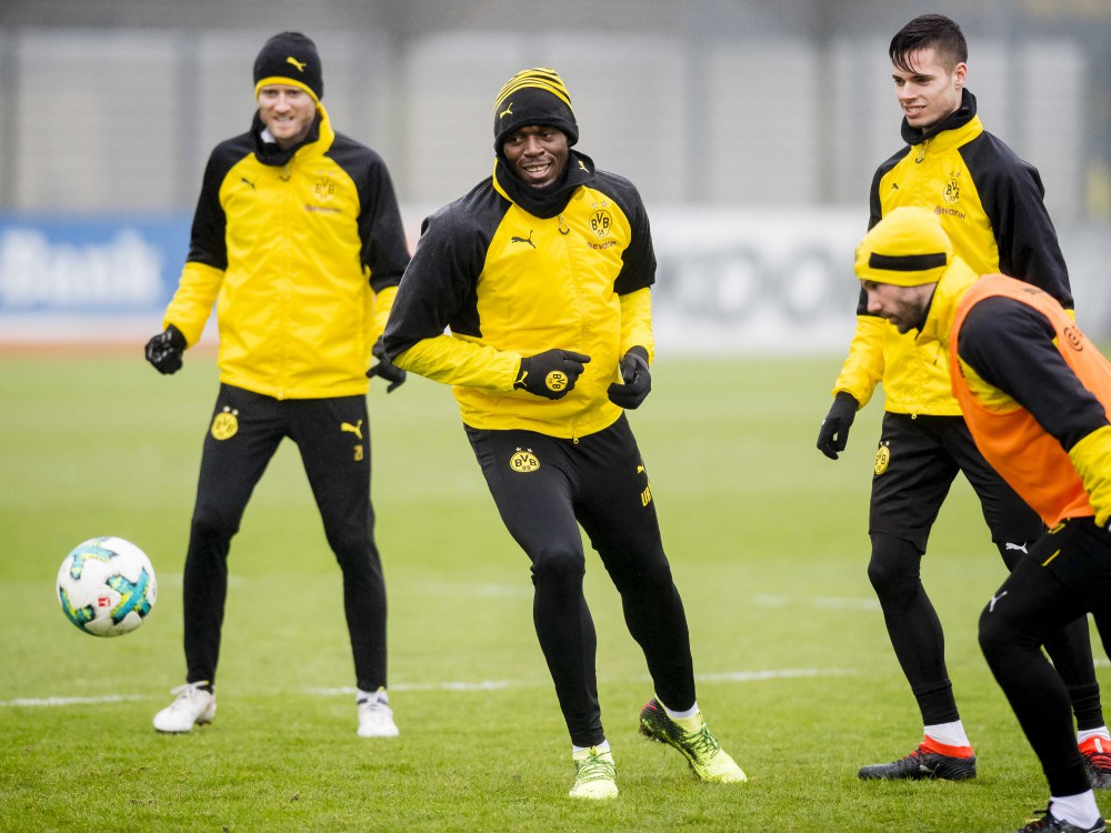 usain bolt training with borussia dortmund 5 - Usain Bolt 短跑飞人转换足球跑道!