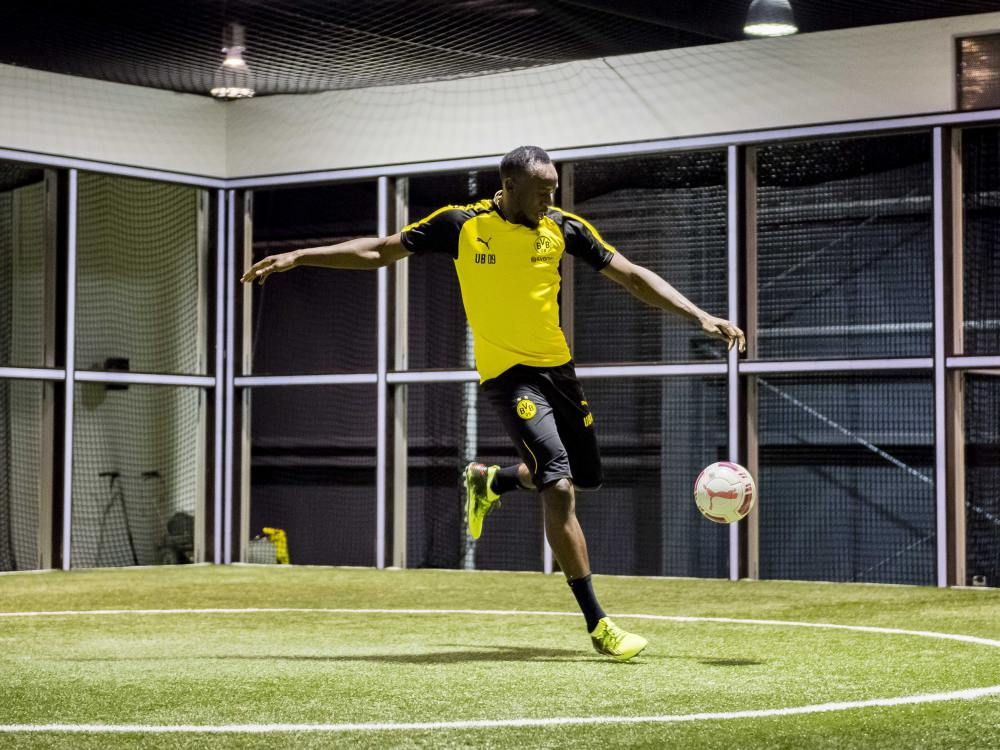 usain bolt training with borussia dortmund 7 - Usain Bolt 短跑飞人转换足球跑道!