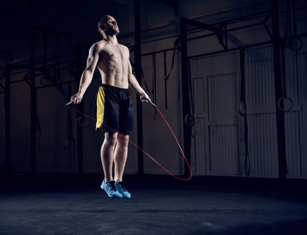 10 jump rope exercises men workout BIG  600x460 - 10招简易的跳绳动作,有效燃烧脂肪