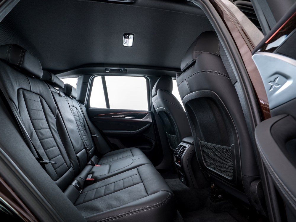 the all new BMW X3 xDrive30i car 7 - BMW X3 奢华动感轻休旅
