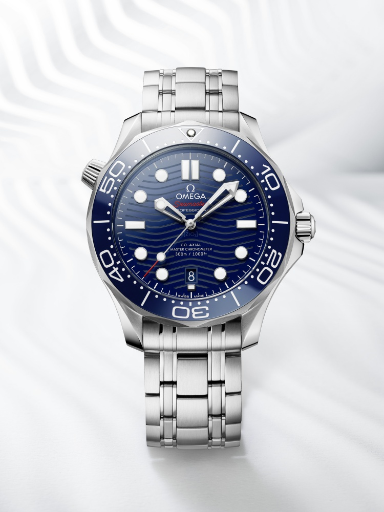 omega the seamaster diver 300m 2018 watch 1 - James Bond之表25周年,Omega呈现精致水波纹设计!