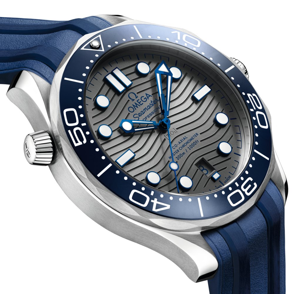omega the seamaster diver 300m 2018 watch 3 - James Bond之表25周年,Omega呈现精致水波纹设计!