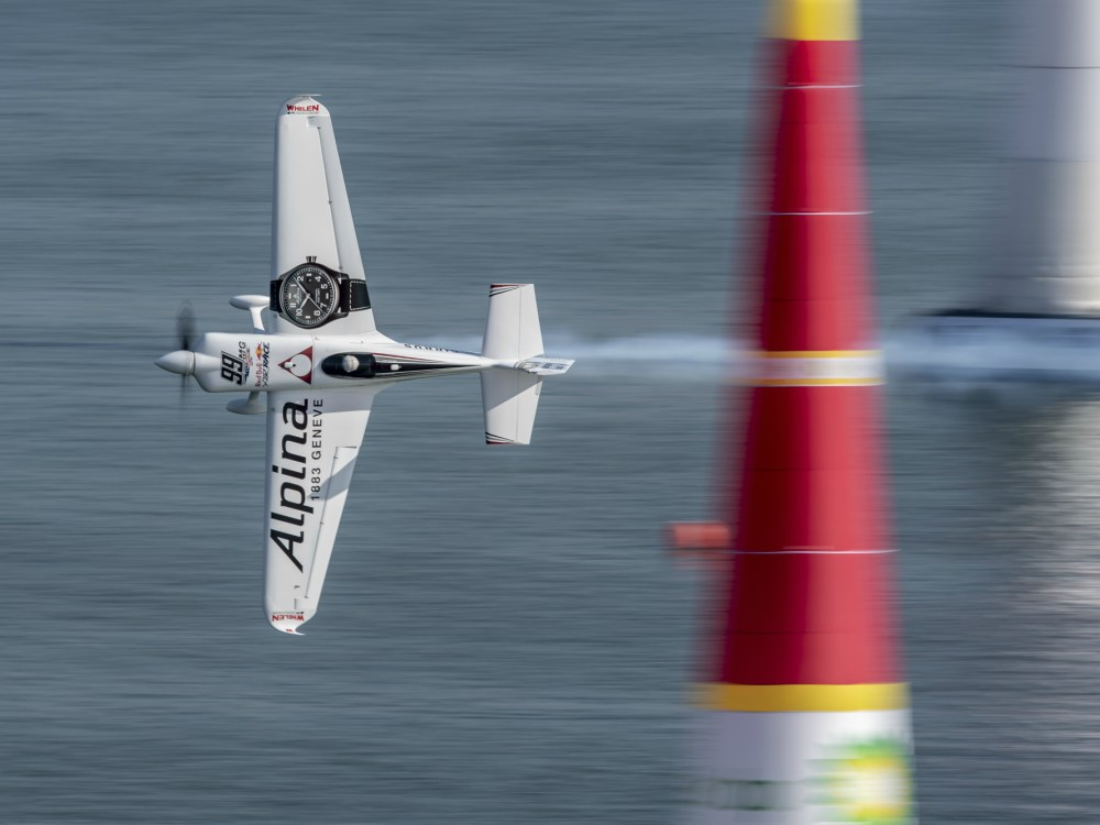 Alpina Red Bull Air Racing Championship in Kazan - Mike Goulian 荣获 Red Bull Air Race 飞行赛亚军