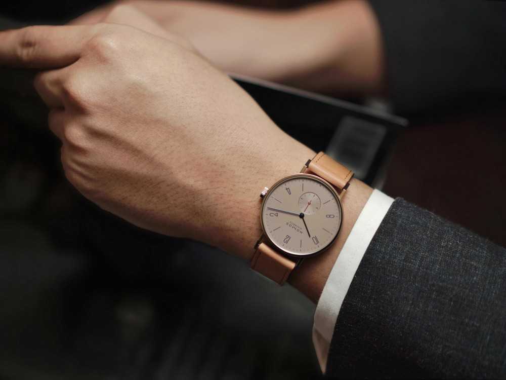 NOMOS GLASHUTTE X The Hour Glass on wrist - NOMOS Glashütte 推出限量版 Tangente Red Dot 腕表