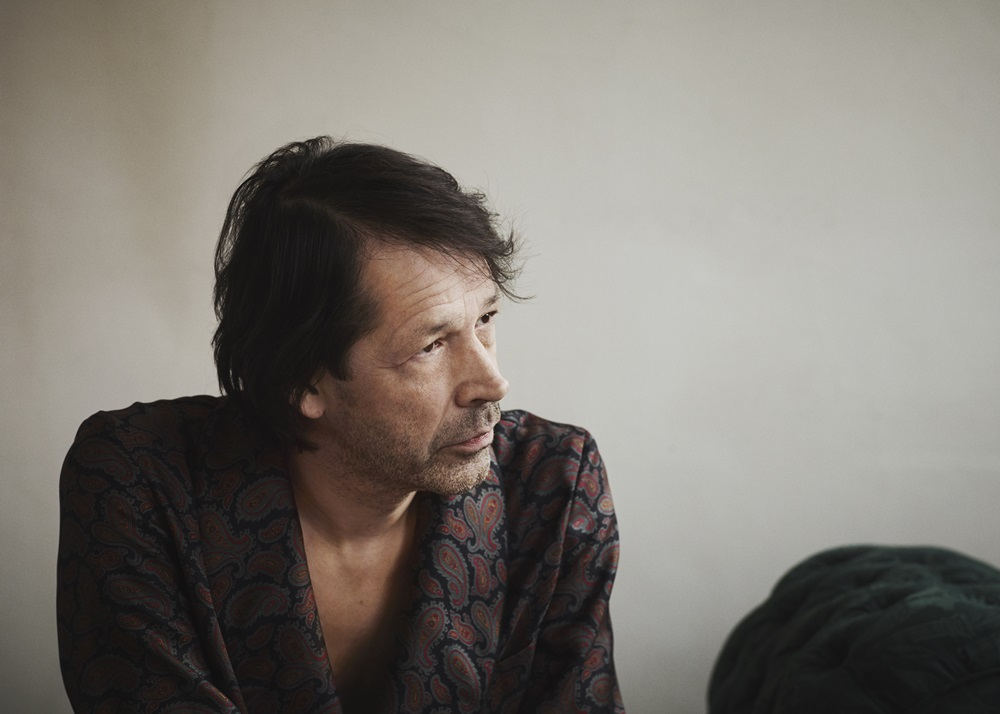 Portrait of Peter Saville c Courtesy of Paul Wetherell - 每月17日必须关注 Burberry B Series!