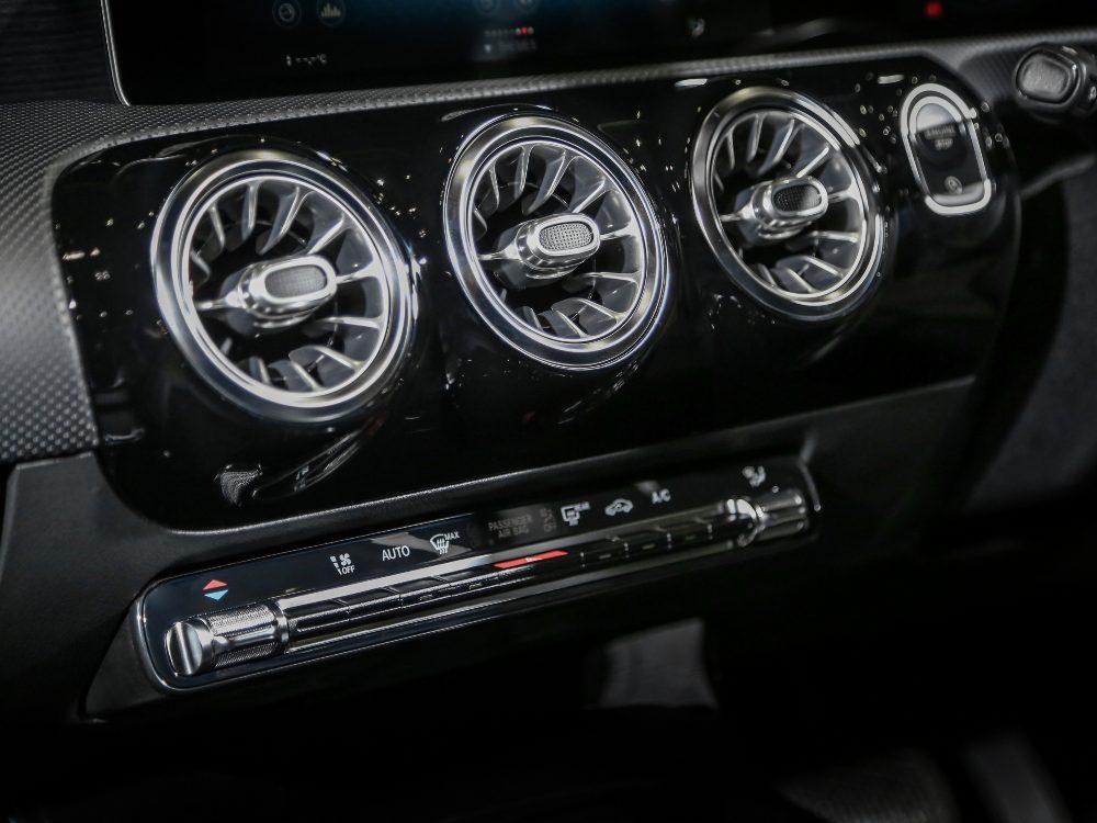 2nd Gen Mercedes Benz A Class Interior Air Condition - 大改款 Mercedes-Benz A-Class 入门新宠儿
