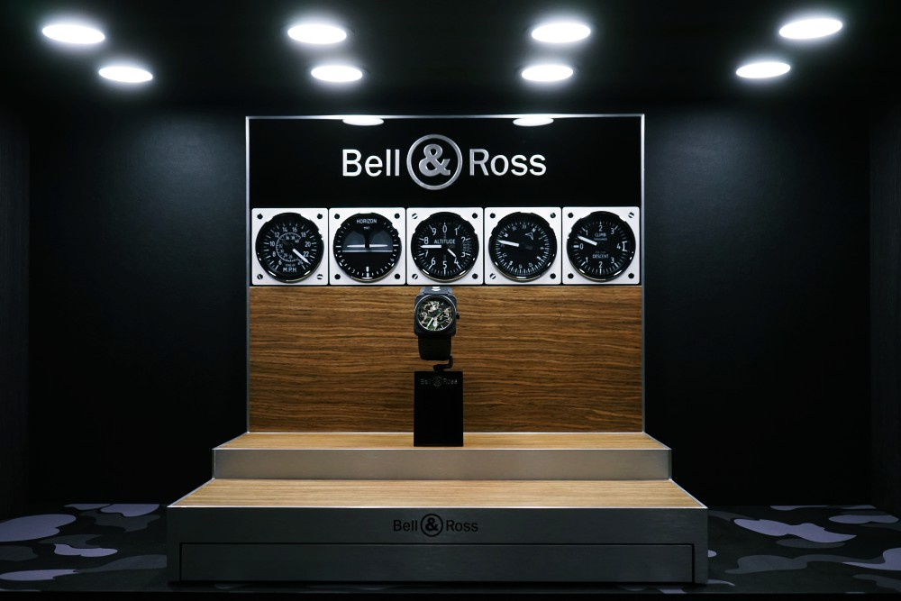 Bell and Ross BAPE BR x BAPE  - BELL & ROSS x BAPE 推出25周年限量版 BR x BAPE 腕表