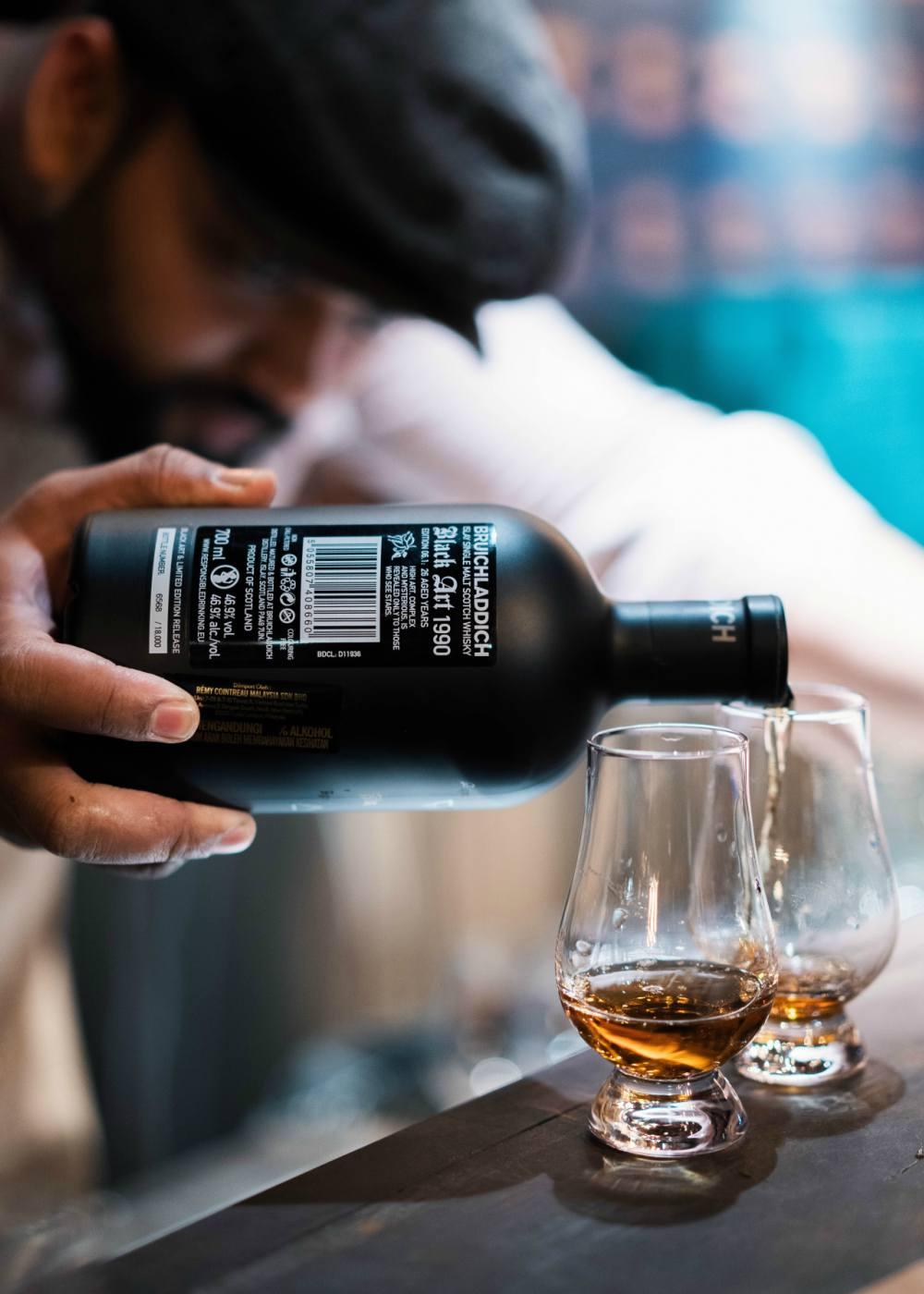 Filing Bruichladdich Black Art 06.1 Scotch Whisky - Bruichladdich Black Art Edition 06.1:麦芽威士忌的神秘星图