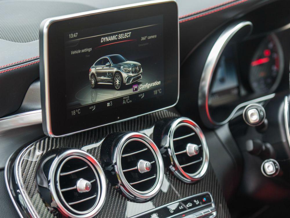 Interior Mercedes Benz AMG GLC 63 Dashboard - 教父级的移动城堡:Mercedes-AMG G63