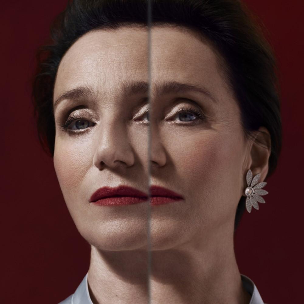 Portrait of Kristin Scott Thomas Burberry Festive Campaign 2018 - Burberry 打造悬疑的英伦圣诞夜