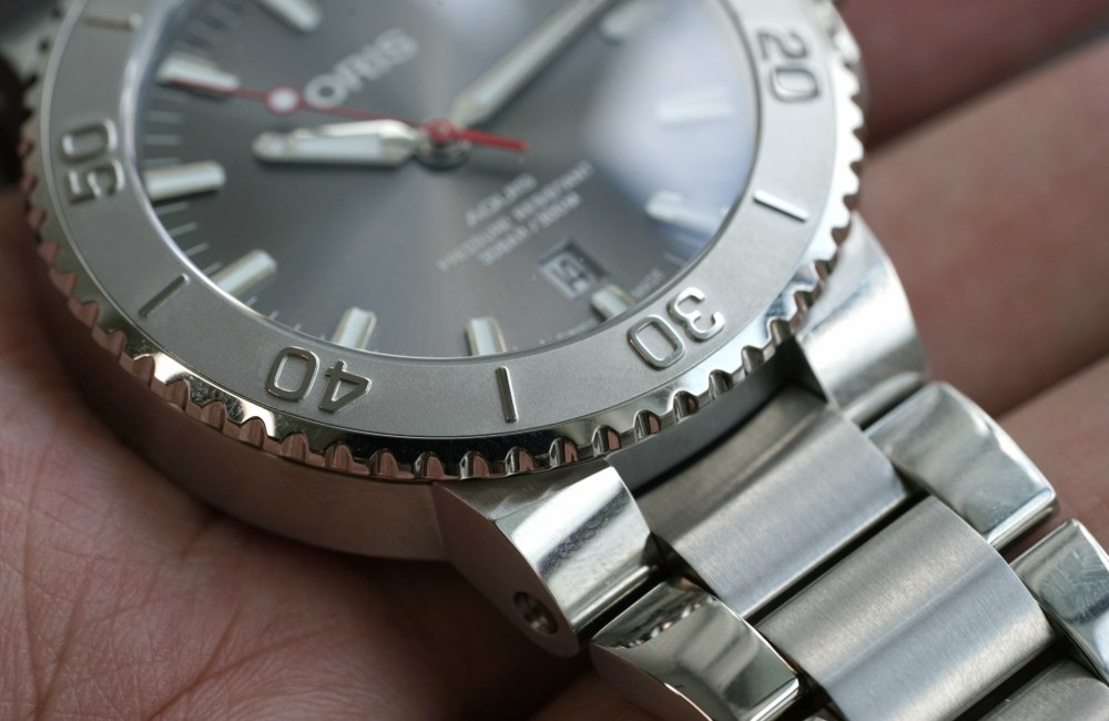 Stainless Steel Case 43.5mm Oris Aquis Date Relief - [Editor's Review]: ORIS Aquis Date Relief 为水资源而生