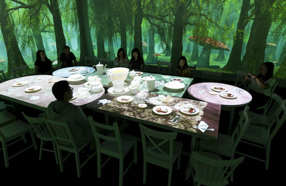Art Science Museum Singapore Wonderland Queens Tea Party - 与Alice展开一场奇幻之旅:《WONDERLAND》by ACMI