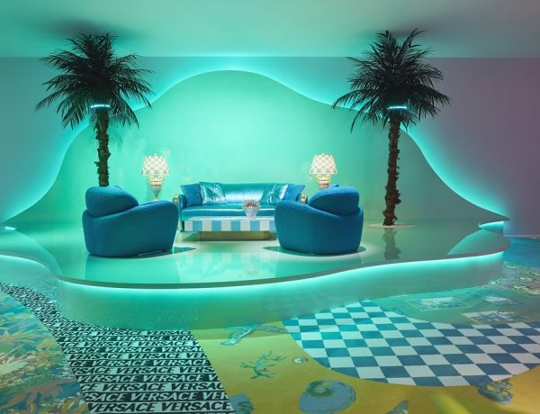 VERSACE HOME FUORISALONE 2019 living room 600x460 - Versace Home 时尚张扬的居家系列