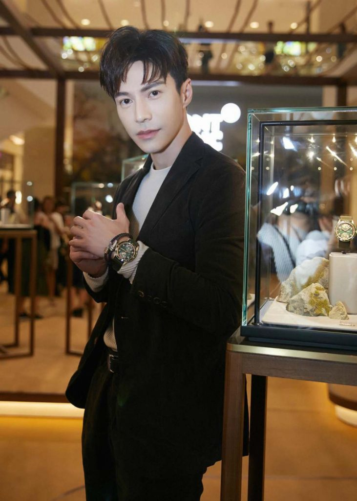 Montblanc Lawrance Wong wearing Montblanc 1858 Geosphere 731x1024 - 联系大自然 探索生活新视角:Montblanc 1858 Collection