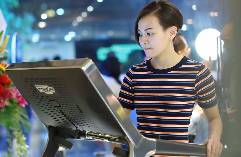 Technogym Party Launch Olympic diver Cheong Jun Hoong - 全方位保健理念空间:Technogym 欢庆旗舰陈列室开幕