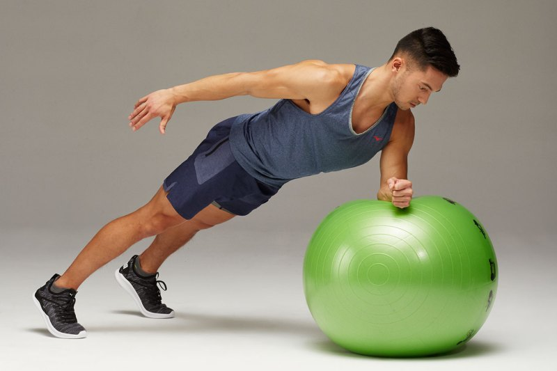 Single Arm Plank Rollout - Stability Ball Workout 改善弱点、加强平衡