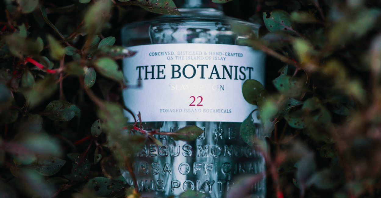 Unleash Your Inner Forager with The Botanist Cover - 与植物学家释放内心灵魂:The Botanist Islay Dry Gin