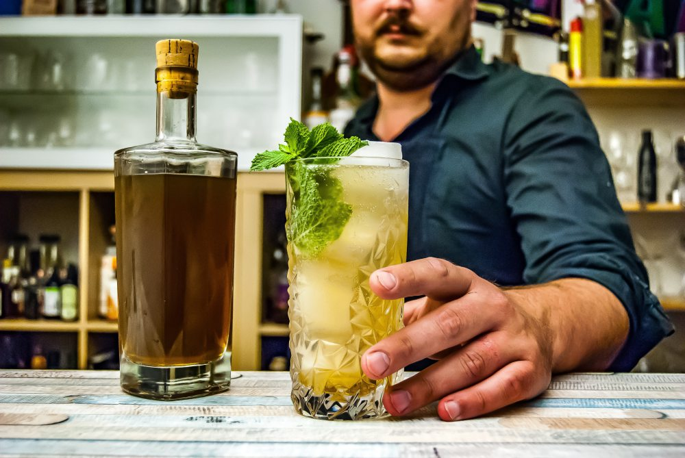 mojito Photo by Johann Trasch on Unsplash - 6个关于 Mojito 鸡尾酒的小知识