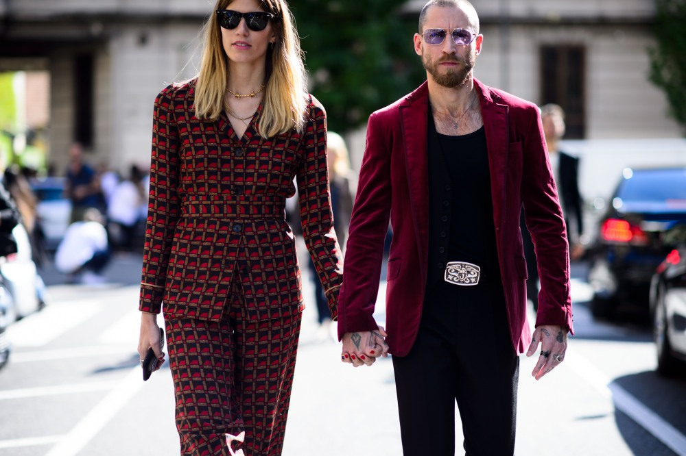 best couple style Veronika Heilbrunner and Justin Oshea maroon - K's Style: The Best Couple Wear 时尚情侣应该这么穿!