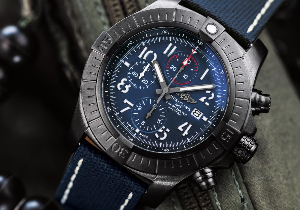 03 super avenger chronograph 48 night mission 1 - 航空腕表王者驾临:Breitling Avenger Collection