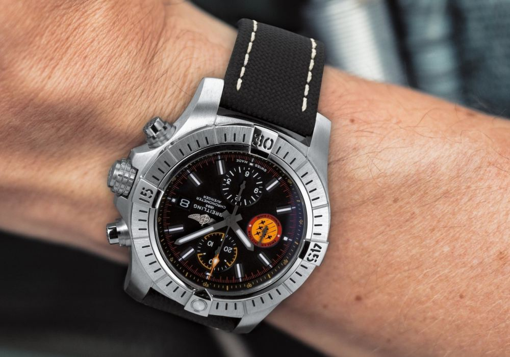 04 avenger swiss air force team limited edition - 航空腕表王者驾临:Breitling Avenger Collection