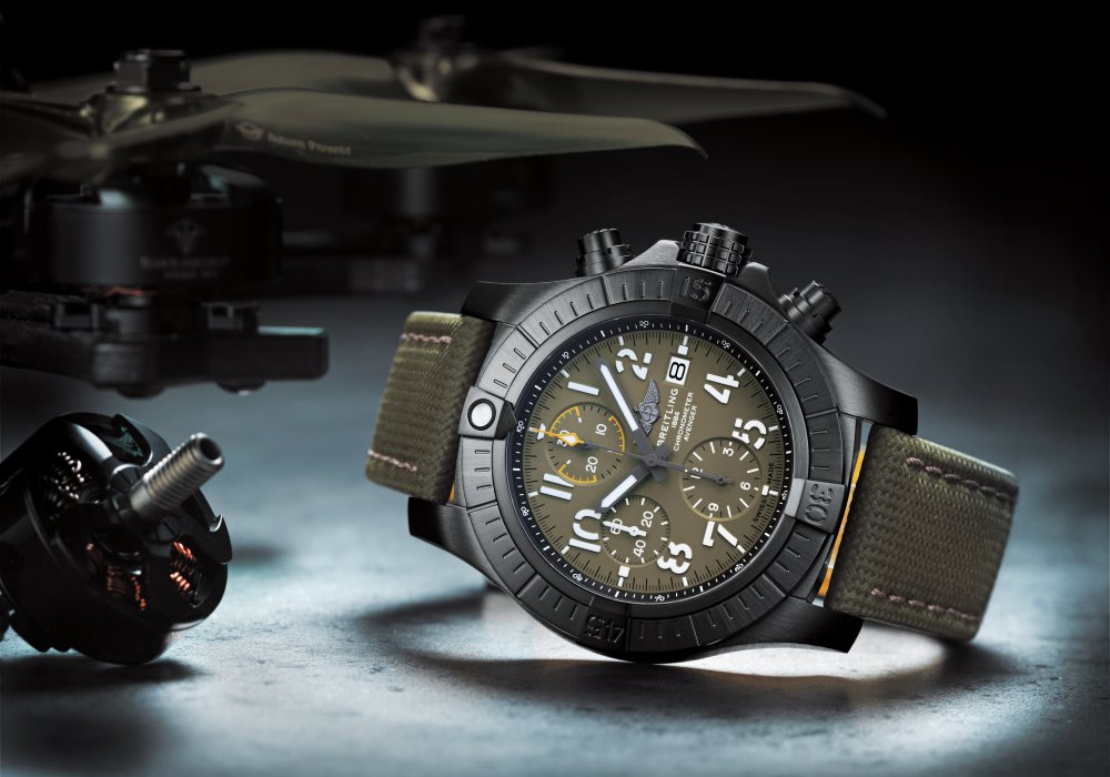 05 avenger chronograph 45 night mission 1 - 航空腕表王者驾临:Breitling Avenger Collection