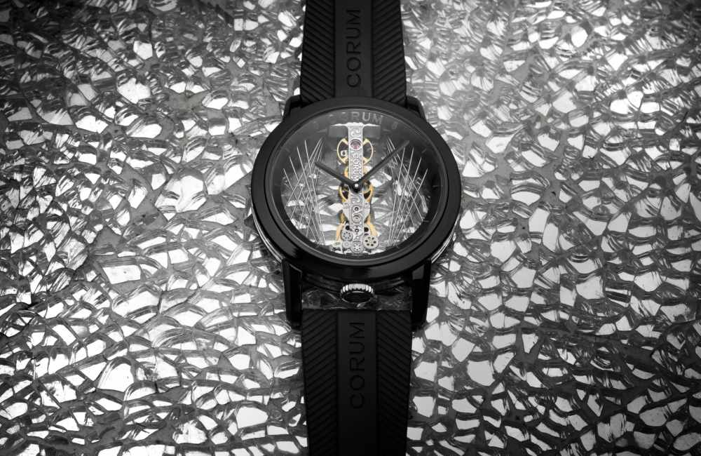 CORUM Golden Bridge Round 43 Art Deco moodshot - 把玩空间艺术:CORUM 金桥圆形 43 ART DECO