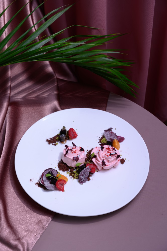 Candied Rose Petals and Rose Mousse - Nobu KL 精致日本料理 缔造难忘情人节