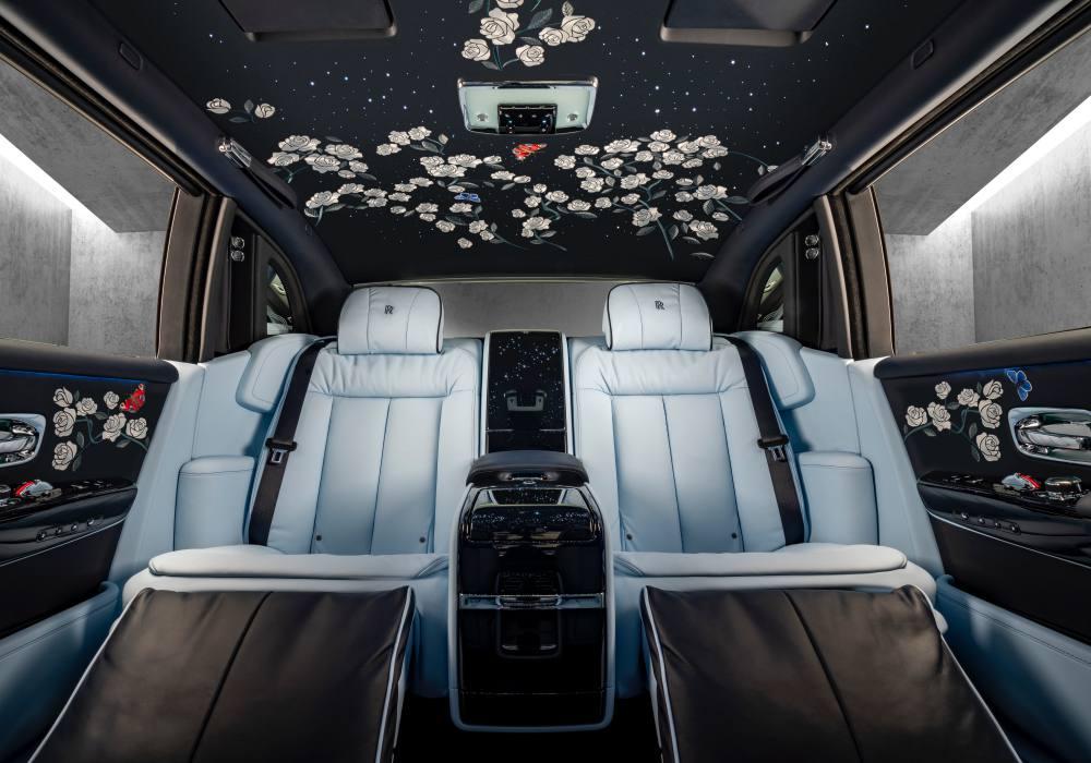 Rolls Royce Rose Phantom  Interior back Centre Base lights off 6241 - 回顾'19年 Rolls-Royce 高级定制的匠心杰作