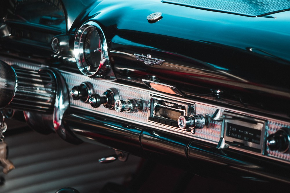 how to clean leather car dashboard Photo by Clément ROY on Unsplash - 如何彻底清洁车内?连座椅都能一干二净!