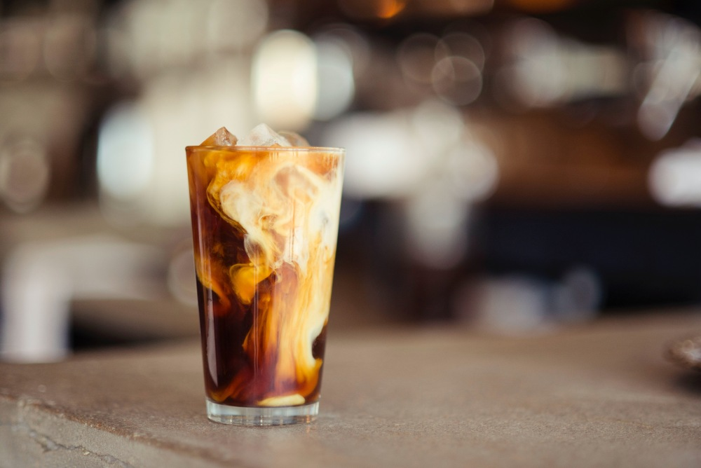 "how to control sugar intake milk coffee Photo by Demi DeHerrera on Unsplash - 糖份无处不在;究竟如何才能正确""控糖""?"