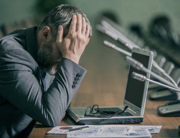 20150908164448 panic stress business man working 600x460 - 迟迟未升职,到底为什么?