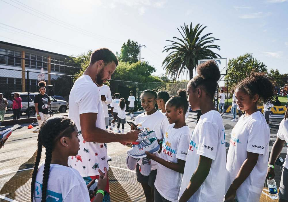 Stephen Curry launches Curry Brand with Under Armour 002 - Curry Brand 首款球鞋强势登场!