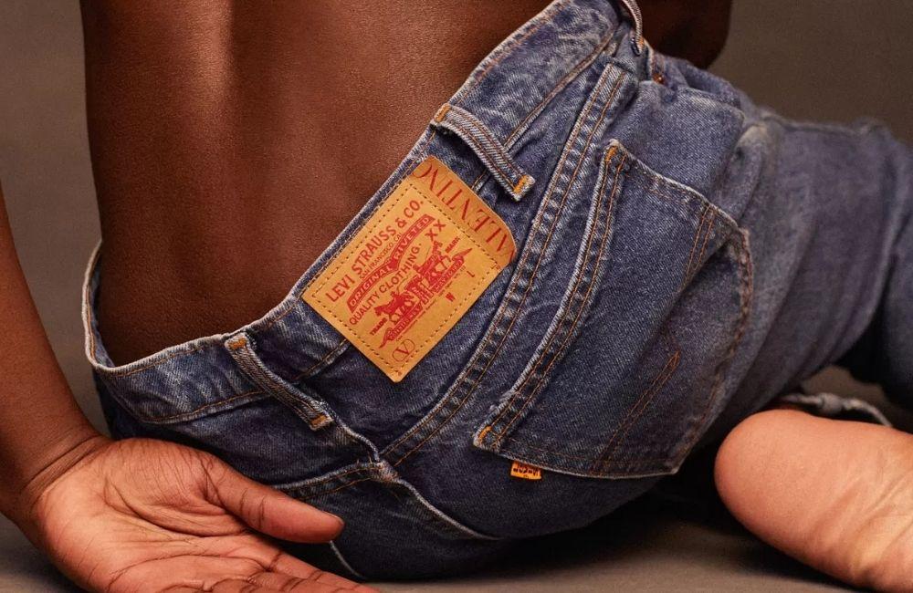 Untitled design 38 - Valentino x Levi's 联名牛仔裤 重现60年代经典剪裁